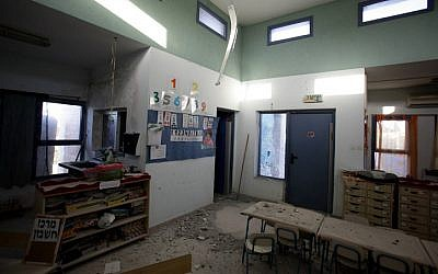 Sderot kindergarden hit by a Kassam rocket fired by Gaza terrorists during US President Barack Obama's visiting to Israel, April 2, 2013 (photo credit: Flash90)
