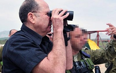 Defense Minister Ya'alon during a visit to the IDF Northern Command, April 2 (photo credit: Ariel Hermoni/Ministry of Defence/Flash90)