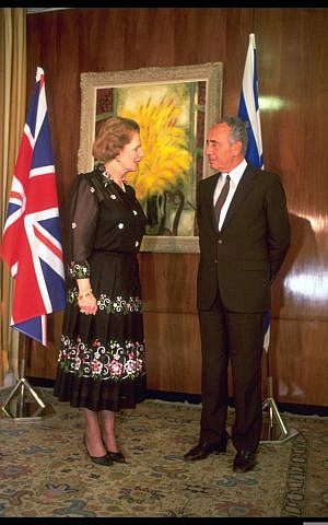 Prime minister Shimon Peres with British prime minister Margaret Thatcher, during Thatcher's official visit to Jerusalem on May 26, 1986. (Photo credit: Sa'ar Yaacov/GPO/FLASH90)
