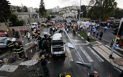 The scene after the mass fatal car crash near Haifa, on April 10, 2013. (Photo credit: Flash90)