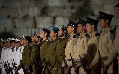 Soldiers stand at attention during a memorial service for Israel's fallen at Jerusalem's Western Wall, Sunday, April 14, 2013 (photo credit: Yonatan Sindel/Flash90)