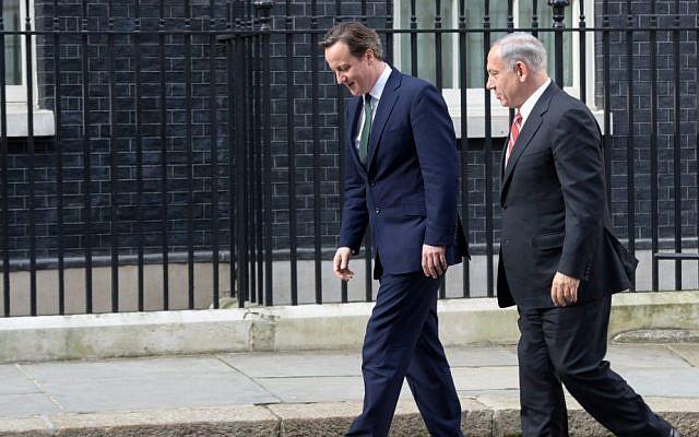 Prime Minister Benjamin Netanyahu with British Prime Minister David Cameron in London, April 17, 2013 (photo credit: Amos Ben Gershom/GPO/Flash90)