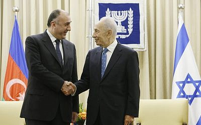 Azerbaijani Foreign Minister Elmar Mammadyarov (L) meets with former President Shimon Peres, at Peres' residence in Jerusalem, on April 22, 2013. (photo credit: Miriam Alster/Flash90)