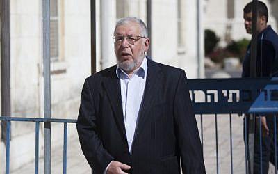 Zeev Ben Aryeh, the former Israeli ambassador to Belarus, makes his way to the Jerusalem District Court to testify in Avigdor Liberman's trial, April 25, 2013 (photo credit: Yonatan Sindel/Flash90)