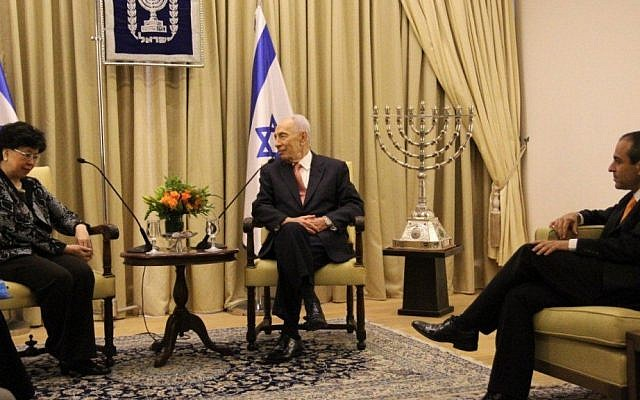 Margaret Chan (left) meets with Shimon Peres in Jerusalem, Sunday (photo credit: Courtesy)