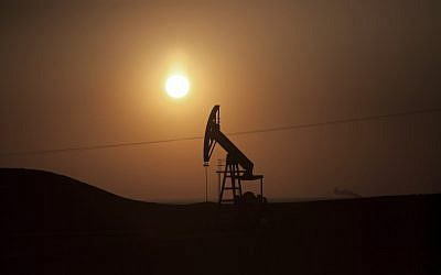 An oilfield (illustrative photo: AP/Manu Brabo)
