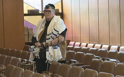 Roger Cohen at synagogue. (photo credit: courtesy Six Island Productions)