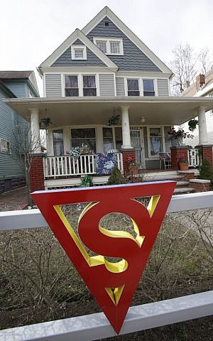 The red 'S' on a fence outside the home of Jerry Siegel in Cleveland. (photo credit: AP Photo/Tony Dejak)