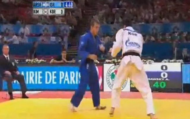 Tommy Arshansky (blue) at the World Championships, 2011 (photo credit: screen capture BentzWatchJudo/Youtube)
