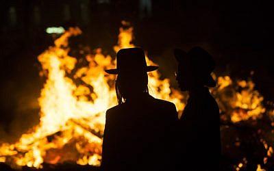 A Lag BaOmer bonfire in the Ultra orthodox neighborhood of Meah Shearim, Jerusalem, April 25, 2013 (photo credit: by Yonatan Sindel/Flash90)
