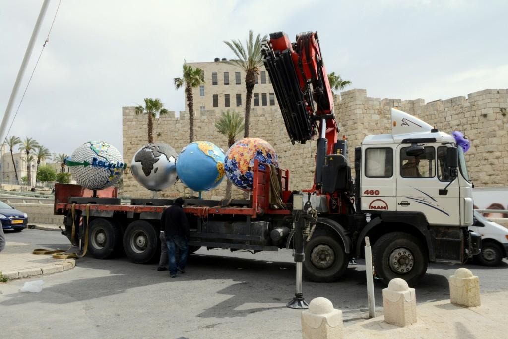 Cool globes landing in Jerusalem (Courtesy First International Jerusalem Symposium)