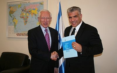 Outgoing Bank of Israel Governor Stanley Fischer presents the 2012 annual economic report to new Finance Minister Yair Lapid, on April 2, 2013. (photo credit: Anat Hamami/Finance Ministry)