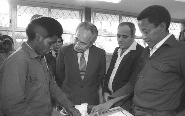 Then-prime minister Shimon Peres and absorption minister Yaacov Tsur with Ethiopian immigrants at the Kfar Saba absorption center in 1985 (photo credit: Hanania Herman/GPO)