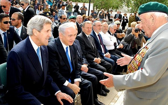 US Secretary of State John Kerry, left, and Prime Minister Benjamin Netanyahu greet Zaveliy Kleiner, of the Association of Disabled Veterans of the Fight against Nazism, at Yad Vashem on Holocause Remembrance Day, April 8, 2013. (photo credit: courtesy Artiom Degel/Association of Disabled Veterans against Nazism)
