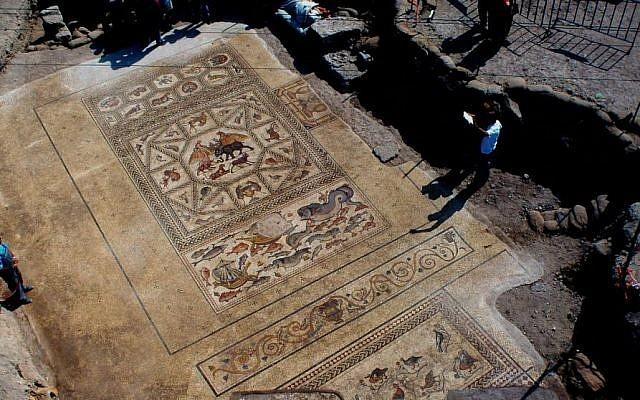Excavation of the Lod mosaic (photo credit: Niki Davidov/courtesy of the Israel Antiquities Authority)