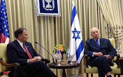 Utah Governer Gary Herbert (L.) meets with President Shimon Peres, as Herbert led a delegation of Utah businesspeople and government officials to Israel in April (Photo credit: Courtesy Governor's office)