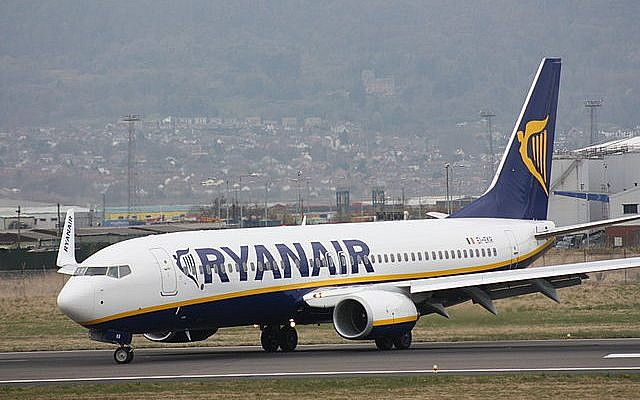 Ryanair Boeing 737-800 aircraft (EI-EKR) after landing at Belfast City Airport, Belfast, Northern Ireland. (photo credit:  Ardfern, CC, via Wikimedia Commons)