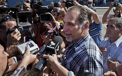 Rene Gonzalez speaks to reporters in Havana, Cuba, Monday, May 6, 2013. (photo credit: AP/Ramon Espinosa)