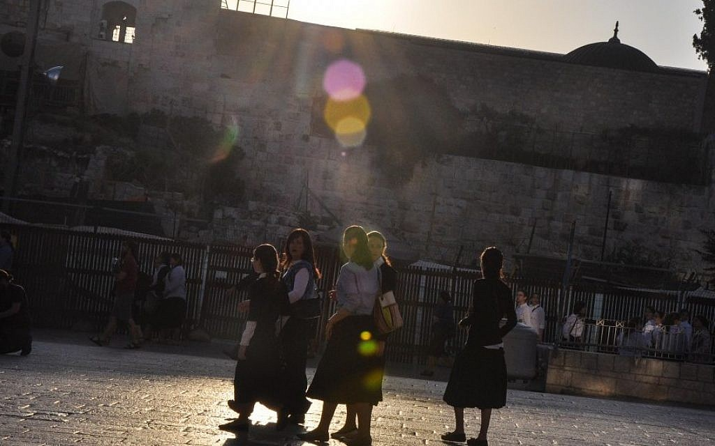Haredi girls, bused in to protest the Women of the Wall service Friday, walk toward the Western Wall (photo credit: Michal Shmulovich/Times of Israel)