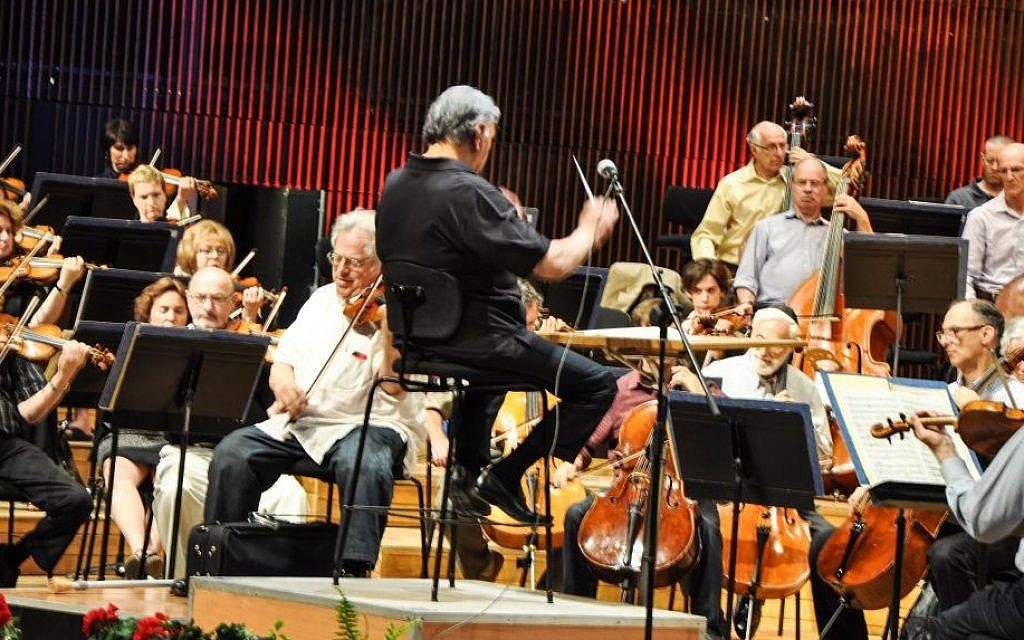 The Israel Philharmonic rehearses Friday for upcoming celebratory concerts marking its return to its newly renovated home, with conductor Zubin Mehta, center, and Itzhak Perlman, playing the violin to his left (photo credit: Michal Shmulovich/Times of Israel)