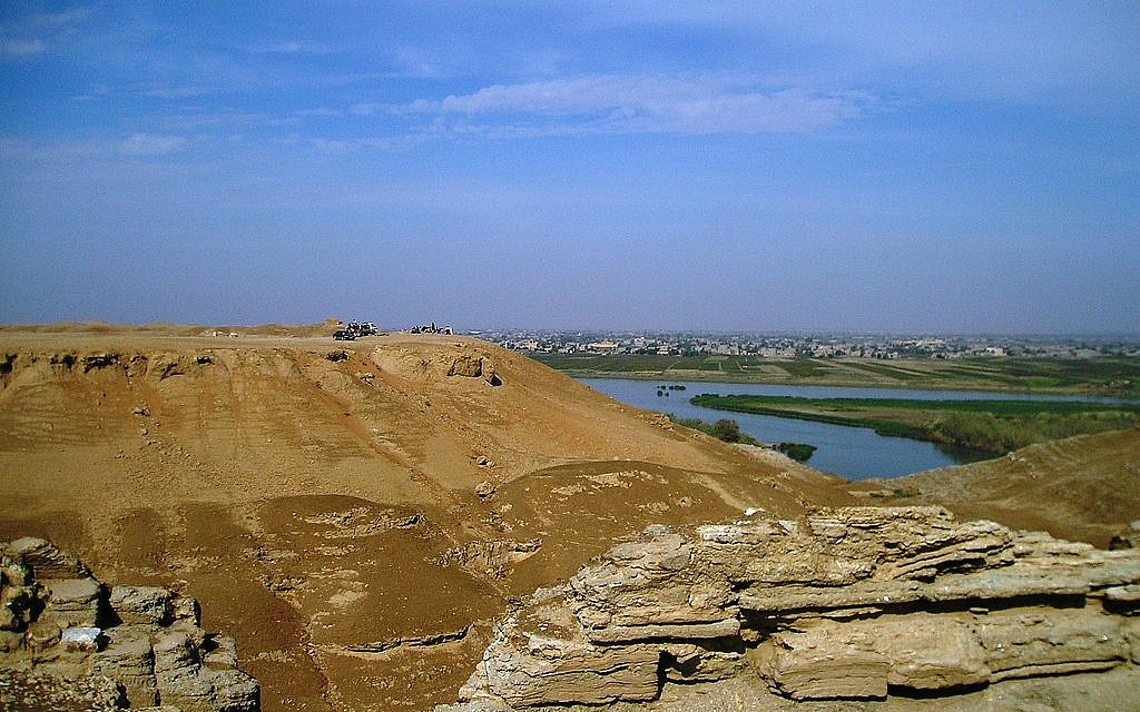 One quarter of the 3000 km.-long Euphrates River runs through Syria but Turkey, situated upriver, has drastically reduced the flow of water (Photo credit: CC BY Verity Cridland, Flickr)