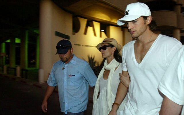 Ashton Kutcher, right, and Demi Moore at a Kabbalah confab in Tel Aviv in 2007 (photo credit: Flash90)