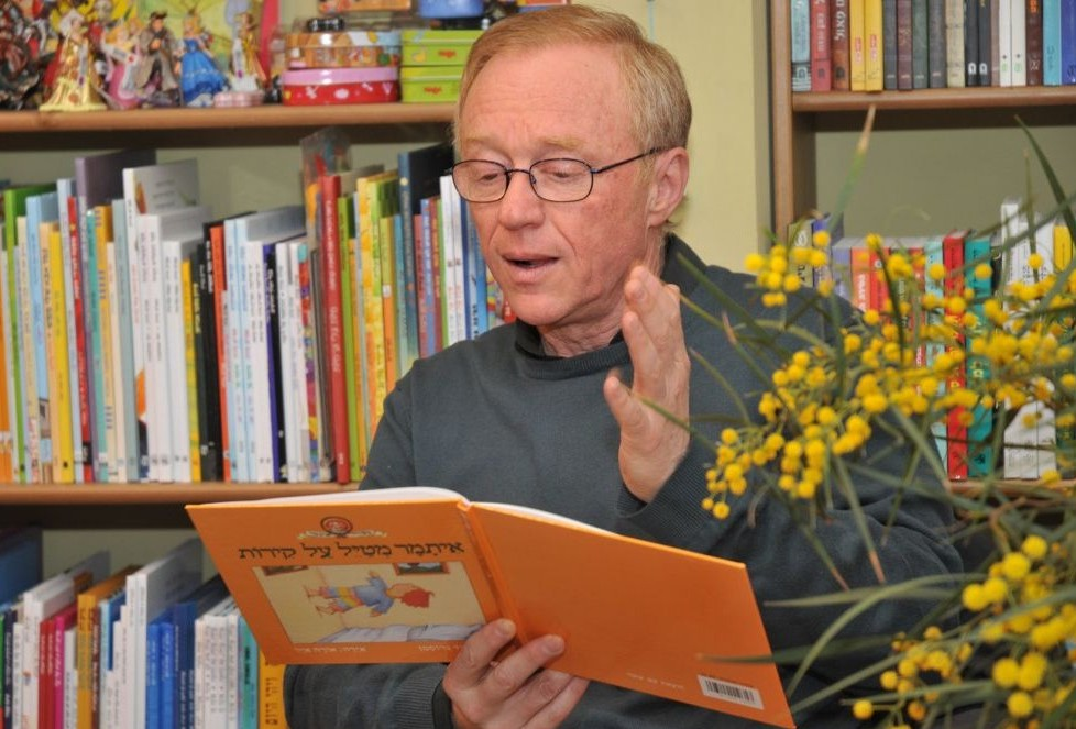 "David Grossman loves the act of reading to children, when adults and kids become ""tourists in the same story."" (photo credit: Jorge Nomovinsky/Flash 90)"