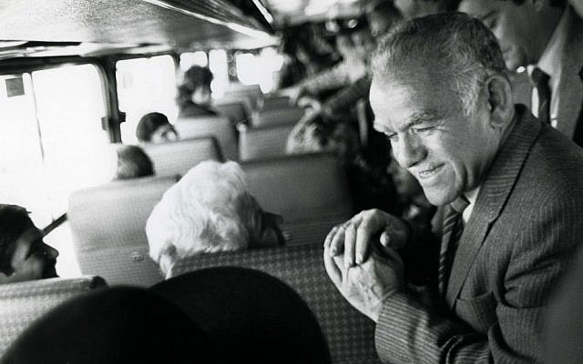 Yitzhak Shamir, former prime minister, pictured in 1986 on a bus from Tel Aviv to Jerusalem. (Photo credit: Moshe Shai/FLASH90)
