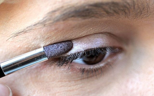 Illustrative photo of a woman applying eyeshadow. (photo credit: Sophie Gordon/Flash90)