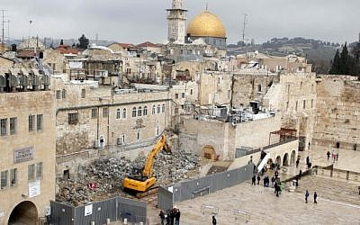 Construction work in the courtyard of the Western Wall in Jerusalem's Old City, February 2013 (photo credit: Sliman Khader/Flash90)