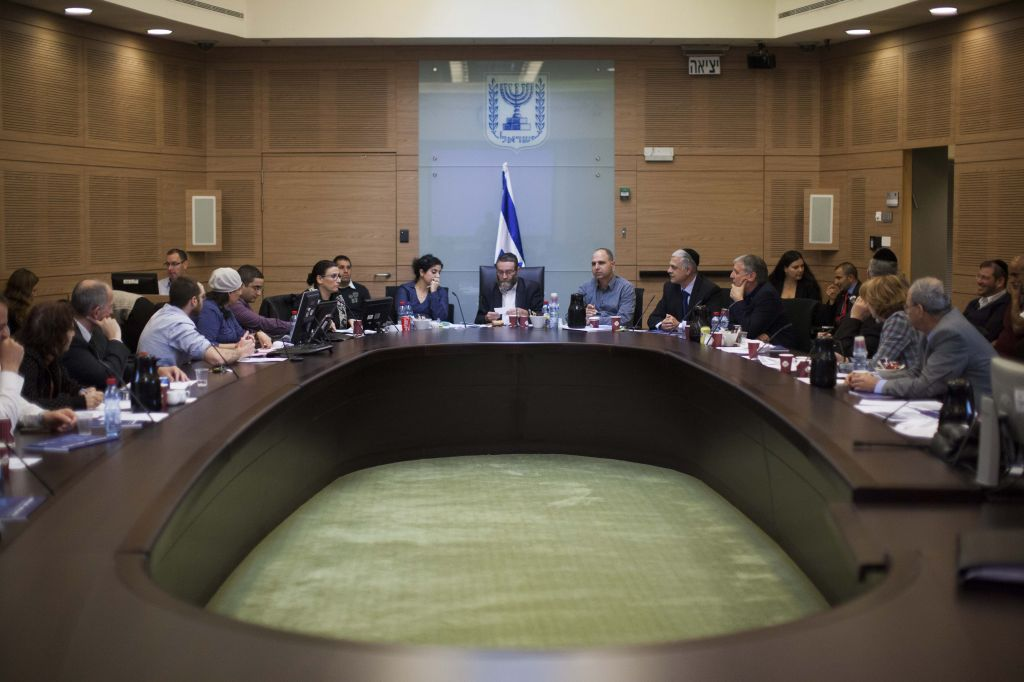 A Knesset Finance Committee meeting, March 5, 2013. (photo credit: Yonatan Sindel/Flash90)