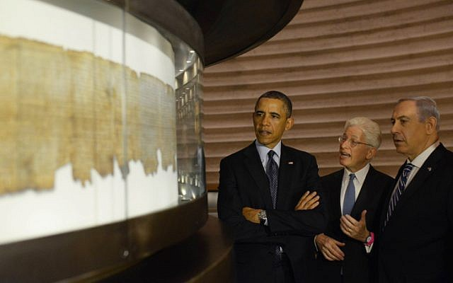 Then-US president Obama and Prime Minister Netanyahu examine the Dead Sea Scrolls, in the Shrine of the Book at the Israel Museum, during Obama's visit to Israel in March 2013. (Amos Ben Gershom/GPO/Flash90)