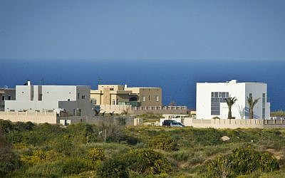 Villas being built along the shoreline in Ashkelon/ (photo credit: Moshe Shai/Flash 90)