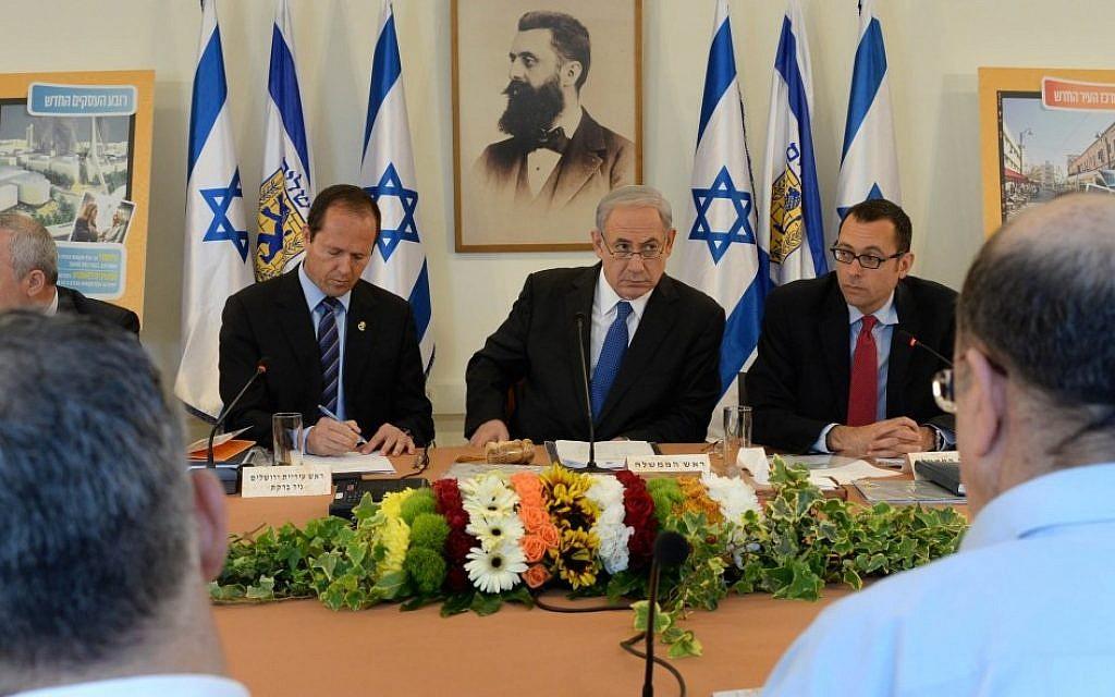 Prime Minister Benjamin Netanyahu, Jerusalem Mayor Nir Barkat (left) and Cabinet Secretary Zvi Hauser at a cabinet meeting on May 5, held at the Herzl Museum, in honor of the upcoming Jerusalem Day. (Photo credit: Kobi Gideon/GPO/FLASH90)