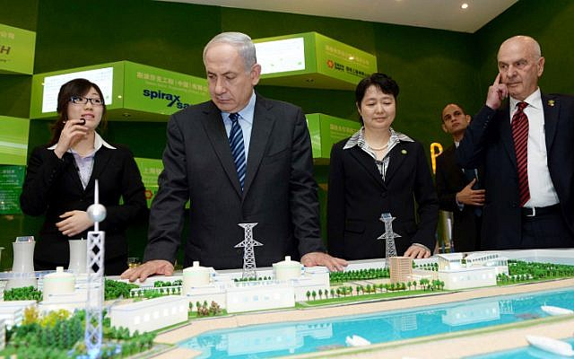 Prime Minister Benjamin Netanyahu visits a technology exhibition in Shanghai at the start of an official state visit. May 06, 2013. (photo credit: Avi Ohayon/GPO/FLASH90)