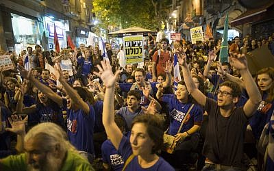 Demonstrators take part in a protest march against the economic policies of Prime Minister Benjamin Netanyahu and Finance Minister Yair Lapid in front of the PM's residence in Jerusalem. on May 18, 2013. (Photo credit: Yonatan Sindel/Flash90)