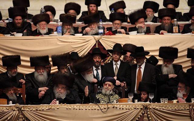 Shas spiritual leader Rabbi Ovadia Yosef attends the wedding of the grandson of the Belz Rabbi, Rabbi Shalom Rokach, to Hana Batya Pener in Jerusalem on May 22, 2013. (Photo credit: Yaakov Naumi/Flash90)