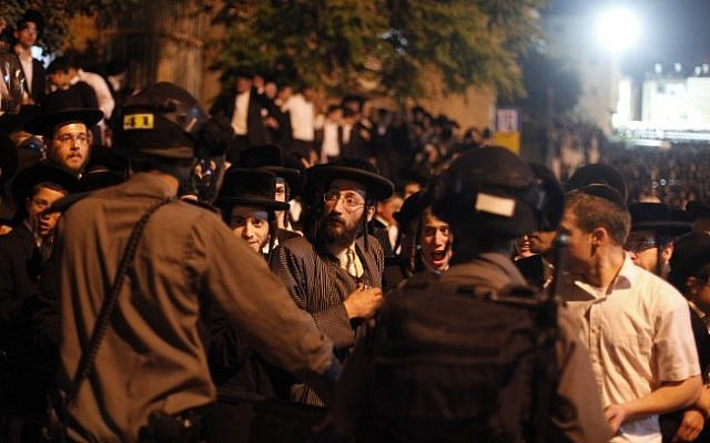 Israeli police officers confront ultra-Orthodox demonstrators during a protest in front of the army recruitment office in Jerusalem, May 16, 2013. (photo credit: Flash90)