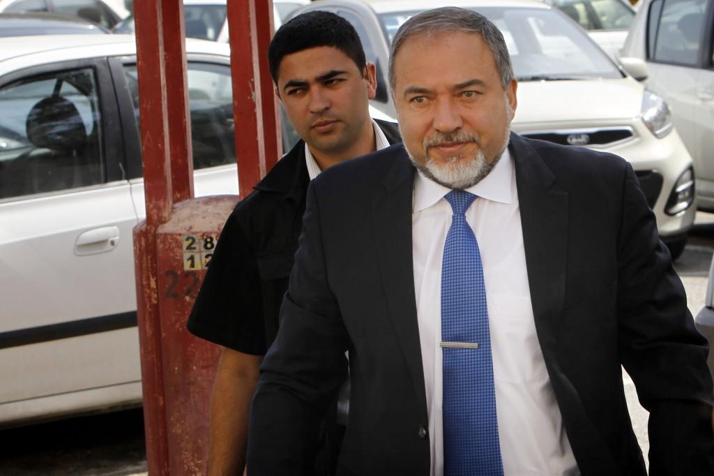 Avigdor Liberman enters Jerusalem Magistrate's Court on April 30, 2013 (photo credit: Miriam Alster/Flash90)