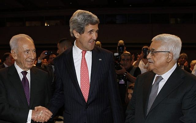Secretary John Kerry with President Shimon Peres and Palestinian Authority President Mahmoud Abbas at the World Economic Forum in Jordan in late May 2013 (photo credit: AP)