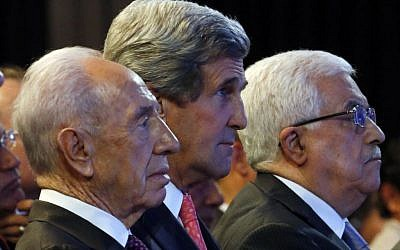 Mideast U.S. Secretary of State John Kerry, Israeli President Shimon Peres, left, and Palestinian President Mahmoud Abbas, right, participate in the World Economic Forum on the Middle East and North Africa at the King Hussein Convention Center at the Dead Sea in Jordan Sunday May 26, 2013