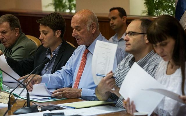 Ya'akov Peri (center) and members of the Peri commission (photo credit: Ohad Zweigenberg/POOL/Flash90)