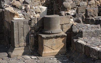 Roman pillar  (photo credit: Shmuel Bar-Am)