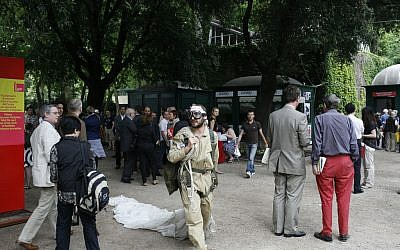 Attendees at the Venice Biennale international art festival in 2007 (photo credit: CC BY 3.0, by Renatomarto, Wikimedia Commons)