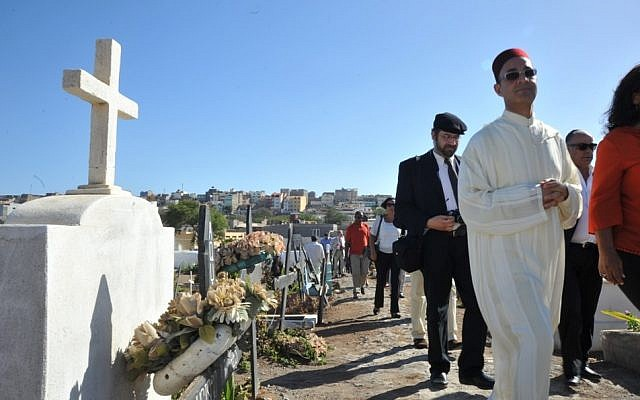 Abdellah Boutadghart, right, of the Moroccan embassy in Senegal, and Rabbi Eliezer Di Martino of Lisbon at the main cemetery in Praia for the burial of a Cape Verde resident, May 2, 2013. (photo credit: Cnaan Liphshiz/JTA)