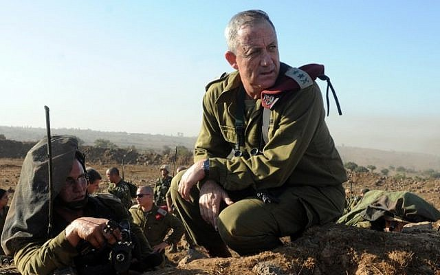 IDF Chief of Staff, Lt. Gen. Benny Gantz in action during a live fire exercise for Israeli army battalion commanders taking place on the Golan Heights, on September 4, 2012. (Shay Wagner/Israel Defense Forces/FLASH90)