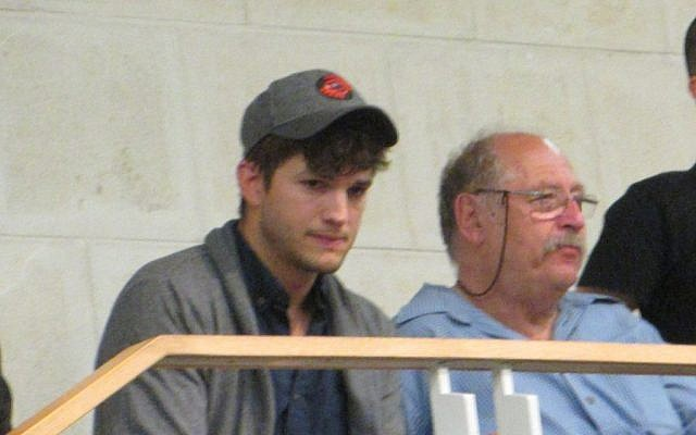 Yossi Vardi (right) pictured with actor Ashton Kutcher last week (Photo credit: Courtesy)