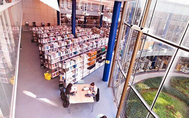 The library at the University of La Rochelle (photo credit: Université de La Rochelle)