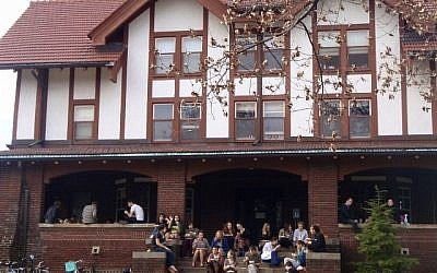 Students at one of Oberlin's co-op houses. (photo credit: CC BY Pteranadons, Wikimedia Commons)