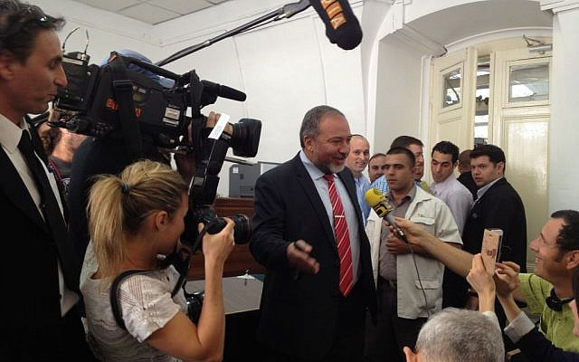 Former foreign minister Avigdor Liberman enters the Jerusalem Magistrate's Court ahead of giving testimony in his corruption trial on Wednesday, May 29 (photo credit: Matti Friedman/Times of Israel)